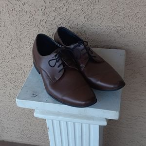 12M brown Calvin Klein plain toe oxfords